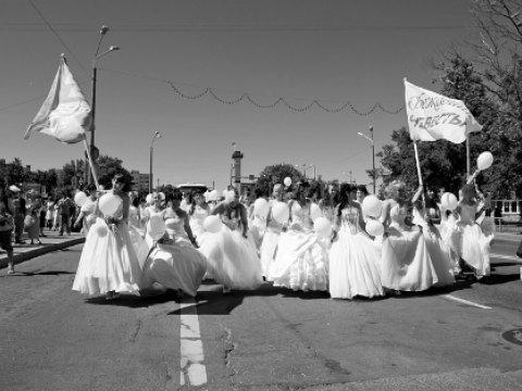 Cuộc chạy thi của những cô dâu xinh như mộng xứ Estonia